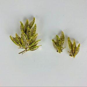 Vintage Brooch Clip Earring Set Marked 20000 Green
